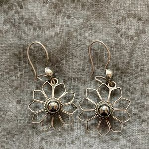 Hematite Sterling Silver Flower Earrings 925